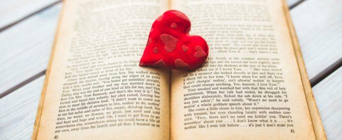 Jaký je původ slova román? Proč se říká román?